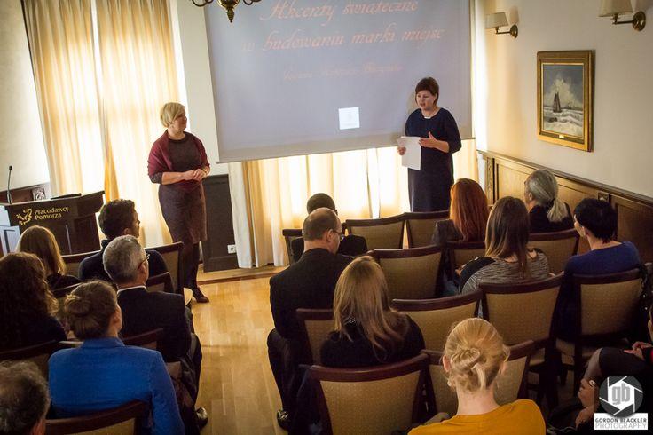 Podajemy główne informacje dot. uczestników i ich biznesów - spotkanie przedsiębiorców ! photo by Gordon Blackler Photography  http://on.fb.me/1zawQys