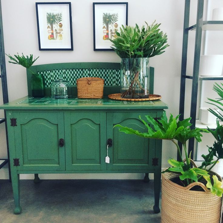 Green washstand with botanical prints #recycled #decor #botanical #vintageprint #green #reuse #candoo_