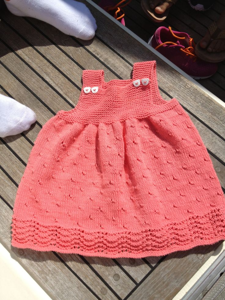 Hjemmestrikket kjole i bomull laget av min kjære mamma