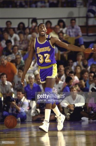 Fotografia de notícias : Los Angeles Lakers Magic Johnson in action vs...