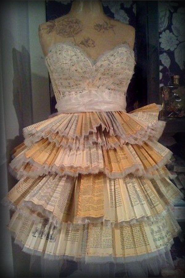 Precioso traje realizado con libros