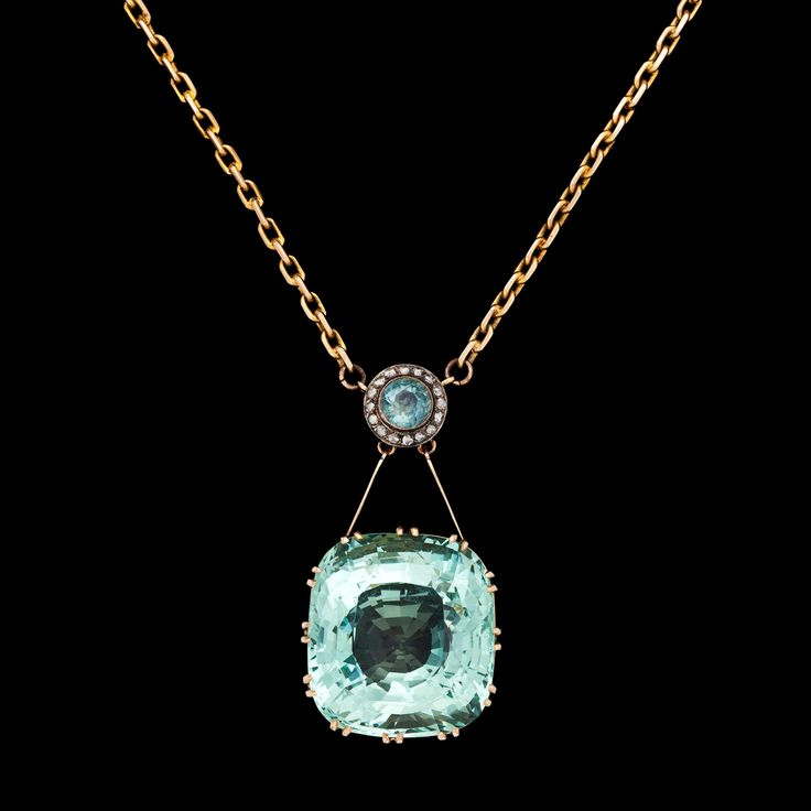An Art Nouveau aquamarine & diamond pendant, ca 1900.