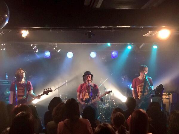 これが本日のスペシャル!ギタリスト・シュンを迎えてこのメンツでPUFFYの「海へと」を披露!原曲のキーでやってます! #ysk_jp