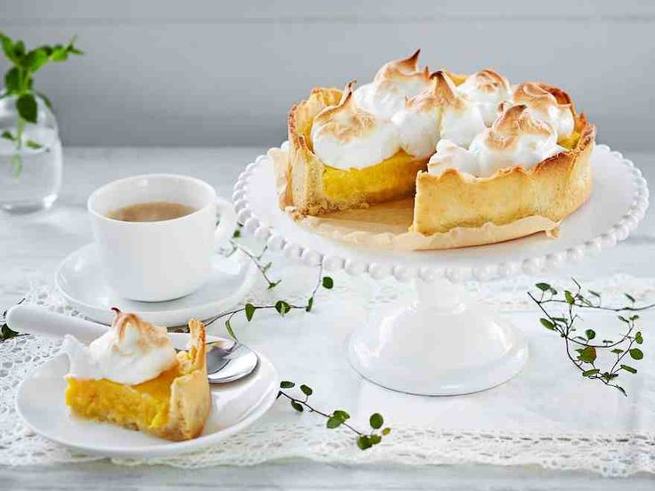 Marenkinen mangotorttu on raikas kahvipöydän herkku tai jälkiruoka.