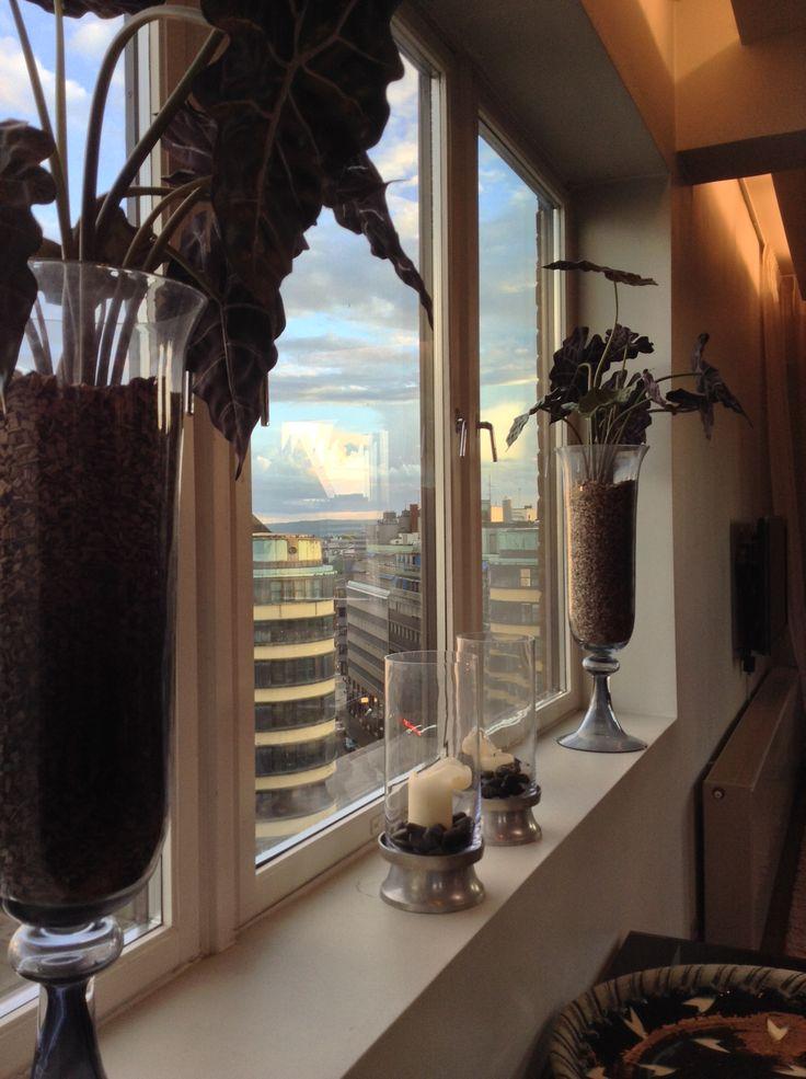 Clarion Collection Hotel Folketeateret, Oslo - vasi e candele sul davanzale della finestra.