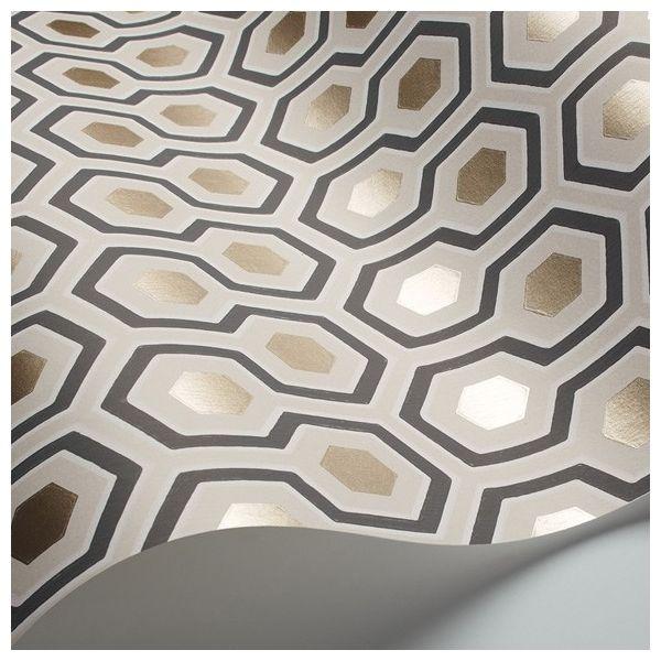Ce motif a été créé par David Hicks dans les années 1960, il est devenu un grand classique. Craquez pour ce joli papier peint géométrique !
