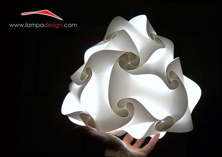 Abatjour CAMPANELLA, lampada design, la trovi qui: http://www.lampadesign.com/scheda.php?id=4 E' una abatjour dal design moderno, simpatica e allegra.  Ideale per leggere e per rilassarsi.  Occupa poco spazio sul comodino perchè è profonda solo 13 cm  Scegli i colori che più ti piacciono e te la costruiremo come tu la Desideri  E' una lampada d'arredo colorata, fantastica come lampada  per le camerette dei bambini e camere da letto