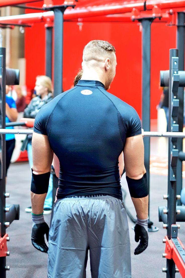 Bodybuilder auf der Fitness Messe Fibo 2016 in Köln