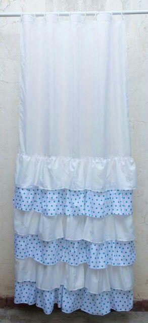 Cortina Blanca con volados blancos y  lunares celestes! Hermosa! Shower curtain