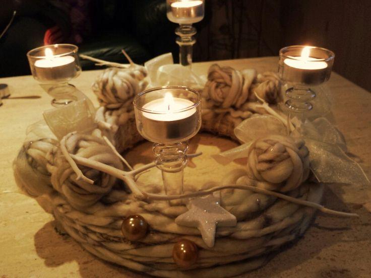 Weihnachtskranz mit Wolle
