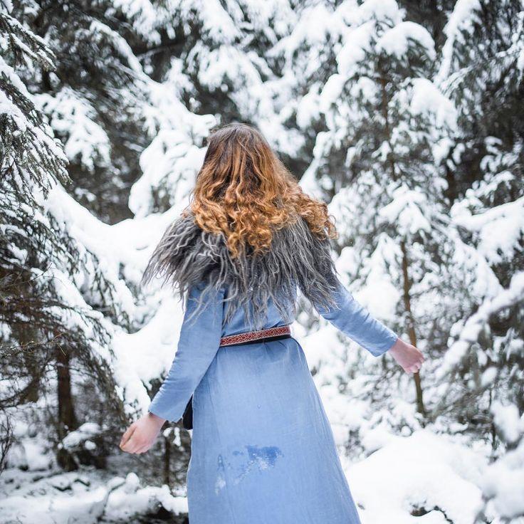 #vikings #vikingreenactment #vikingstyle #vikingwoman #vikinglife #linen #linendress #serk #linkjole #brikkebånd