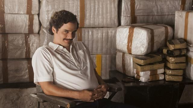 """El último éxito de Netflix está basado en la vida del narcotraficante colombiano Pablo Escobar. Pero ¿qué es verdad y qué es ficción en la serie """"Narcos""""?"""