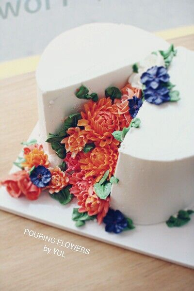 POURING FLOWERS by YUL butter cream flower cake