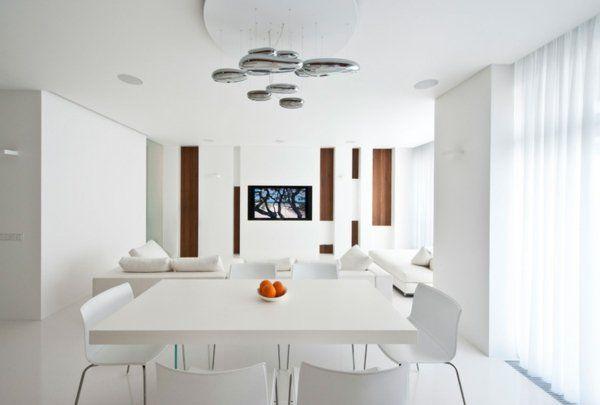 salle à manger et salon modernes en blanc avec lustre métallique