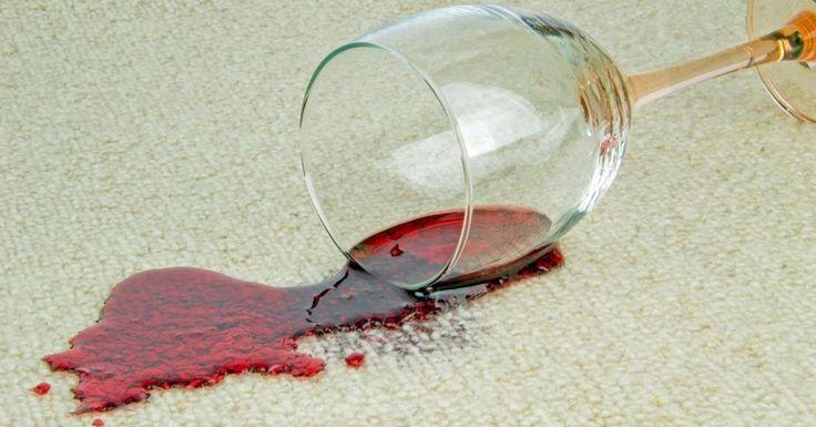 Oublier le sel, voici ce que vous devez faire pour nettoyer une tache de vin