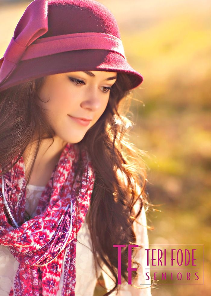 Ideas for senior pictures with hats. Hat senior picture ideas for girls. #seniorpictureideasforgirls #hatseniorpictureideas