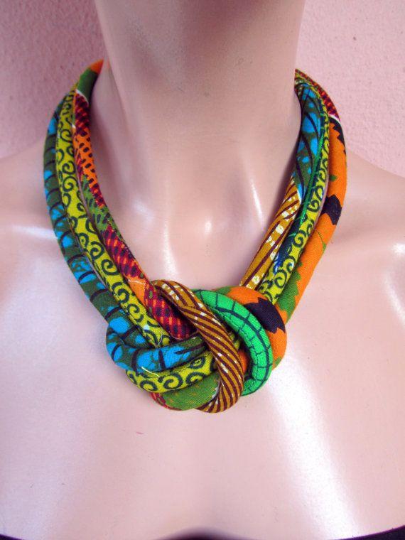 www.cewax.fr aime ce collier plastron multi rang style ethnique tendance tribale tissu africain wax Collier de bavette tissu, cire africaine impression avec orange noeud central, vert, jaune