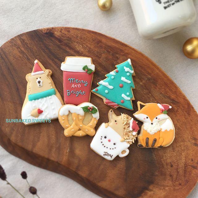 The fox cookie is sooo cute! #decoratedcookies #christmascookies