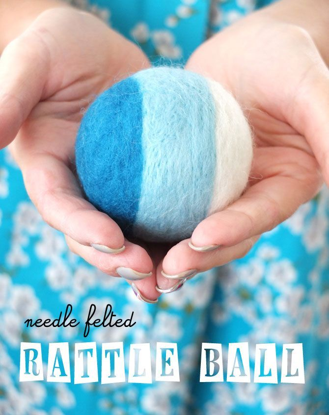 DIY needle felted rattle ball - wonderful idea for a handmade baby shower giftFelt Rattle, Baby Shower Gift, Kids Crafts, Rattle Ball, Handmade Gift, Needlefelt, Cat Toys, Baby Gift, Needle Felt