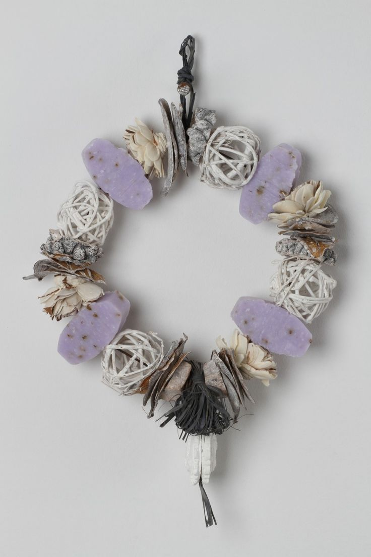 Hang in any room of your home, this handcrafted lavender includes: dried flowers, clay decoration and lavender soap that will release a unique blend of lavender fragrances