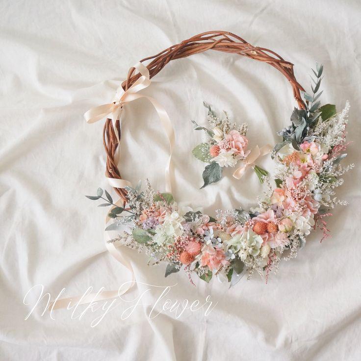 * ミントグリーンのドレスに合わせたBOTANICALリースブーケ * * 優しいミントグリーンとコーラルピンクのお花を散りばめて♡ * グリーンや小花でナチュラルに * * 新郎さまにはお揃いのブートニアを♡ ラフに結ったリボンを添えて♡ * * #リース#リースブーケ #ブーケ#ウェディング#ウェディングブーケ #ウェディング小物 #ウェディング準備 #ウェディングドレス #ウェディングニュース #ブライダル#ブライダルブーケ#milkyflower #wedding#wreath#ナチュラルウェディング#カラードレス#お色直し#披露宴#花嫁#プレ花嫁#boquet#日本中のプレ花嫁さんと繋がりたい #日本中の花嫁さんと繋がりたい#ドライフラワーブーケ#プリザーブドフラワー#フラワーアレンジメント#花のある暮らし#ハンドメイド