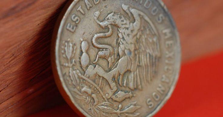Cómo enviar dinero al banco Banamex . Banamex es un subsidiario de Citibank, que ofrece servicios bancarios para particulares y empresas que hacen negocios en los Estados Unidos y en México. Como tal, el sistema de envío de dinero a una cuenta de Banamex no es diferente a cualquier otro banco americano. El envío de dinero para Banamex es un proceso rápido que no entraña ningún riesgo. ...