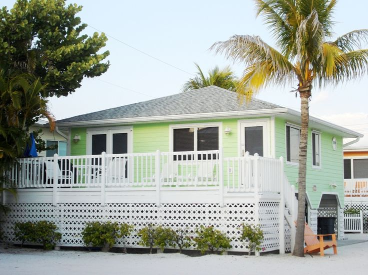 17 best ideas about small beach cottages on pinterest for Custom cottages for sale
