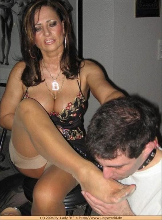 prima submissive foot worship