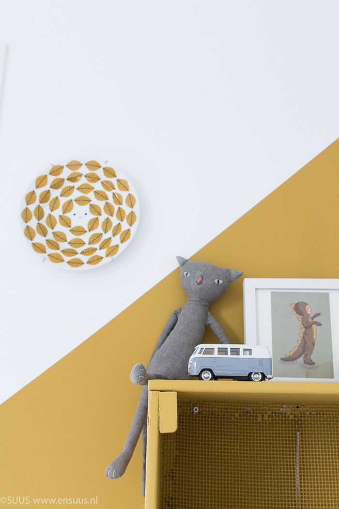 Gold ochre in children's room