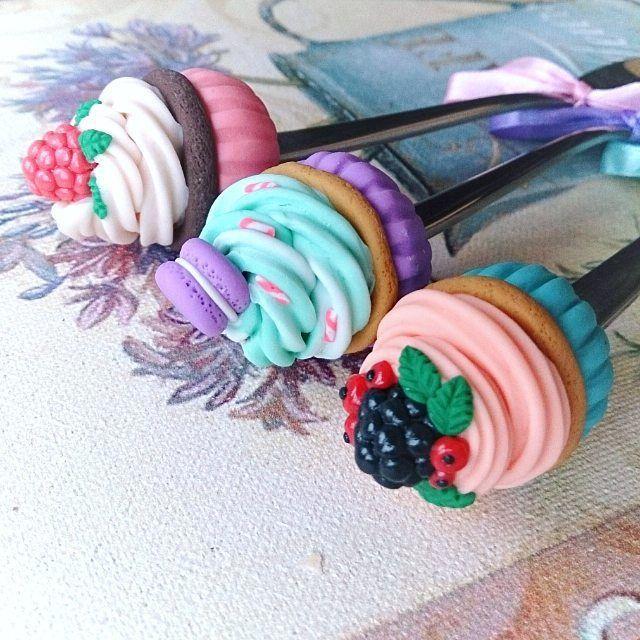 Нежные капкейки свободны!! ________________________ Все ложечки в группе Вк по альбомам,активная ссылка в профиле ⬆ здесь ➡ #lerasandrovna_crafts #spoon #kitchen #cucina #kitchenwear #handmade #polymerclay #worldbestideas #icecream #cake #cupcakes #вкусныеложечки #ложечки #праздник #дети #торт #подарки #свадьба #идеи #мороженое #ручнаяработа #Казань #рукоделие #творчество #полимернаяглина #фигурки #лепнина