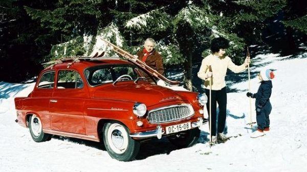 Dobová reklama na Octavii - v té době mělo tohle autíčko 1089ccm a 33kW #SKODA #Octavia #Oldtimer #red #winter #ad
