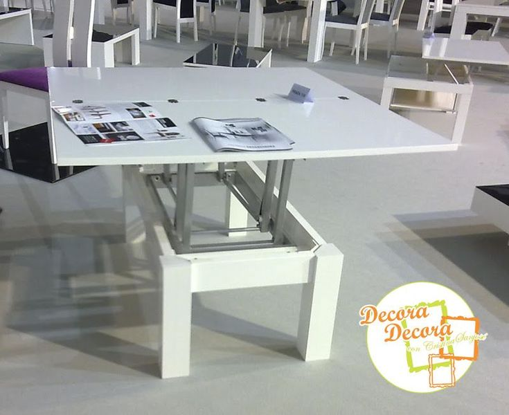¿Te imaginas? Una mesa de centro, elevable y extensible, que se convierte en una mesa de comedor. ¿Hay mejor forma de ahorrar espacio en el salón? Aquí la