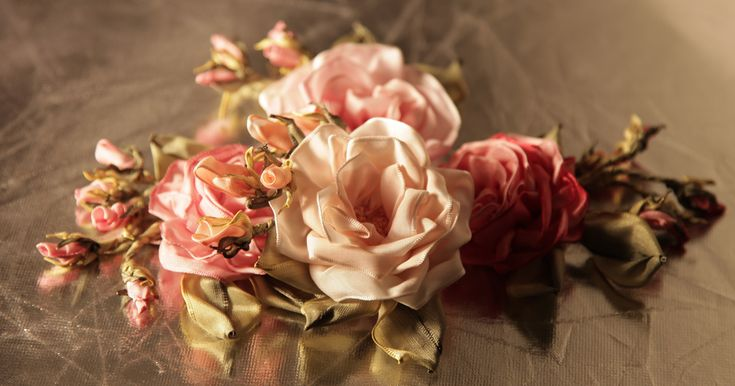 Silk ribbon roses by Valentina Razenkova.Silk Ribbon, Super Tal Valentina, Embroidery Ribbonwork, Valentina Razenkova, Ribbons Embroidery, Brazilian Embroidery