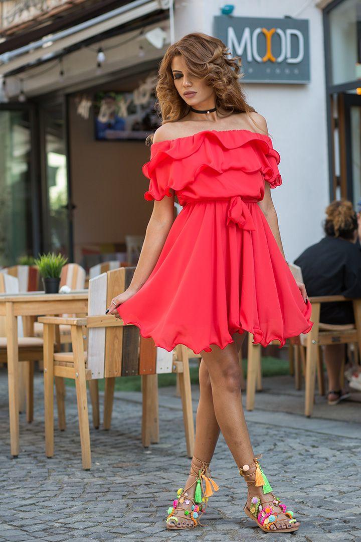 Alegerea culorii rochiei de seara  Noi va oferim gravitatea de a va alege rochia de seara exact pe care o doriti. Dar culoarea trebuie sa fie una in paralel cu evenimentul la care trebuie sa va prezentati. Mai ales ca trebuie sa stiti sa va puneti in evidenta silueta de care dispuneti. Unul dintre cele mai importante principii...  https://zoom-biz-news.ro/alegerea-culorii-rochiei-de-seara/