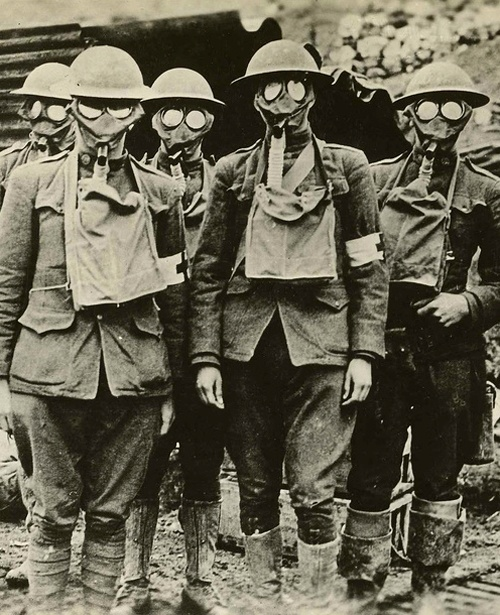BAM, HISTORY, American soldiers of the 42nd Division with gas masks, Essey, France, 1918