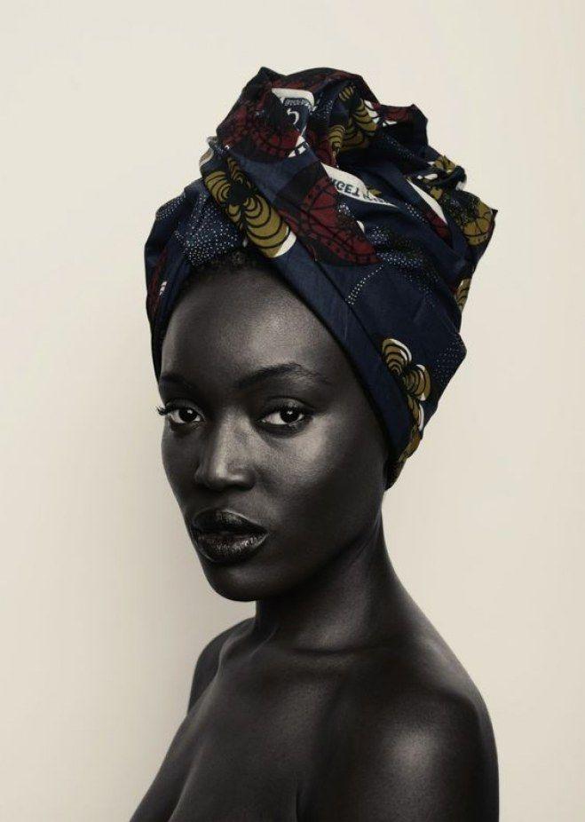 Para esquentar as orelhas no inverno, para disfarçar o bad hair day ou para mostrar o estilo afro e descolado: o turbante já ganhou nosso coração...