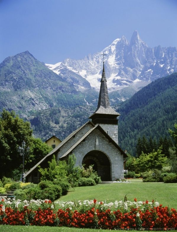 Beautiful Churches from around the World http://voyagerezine.com