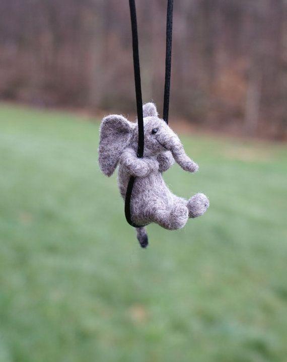 Kleine Elefanten-Halskette Nadel Filz von motleymutton auf Etsy