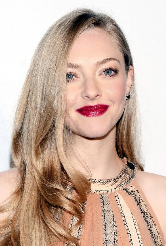 Amanda Seyfried // Milky ivory skin + cranberry-colored lips