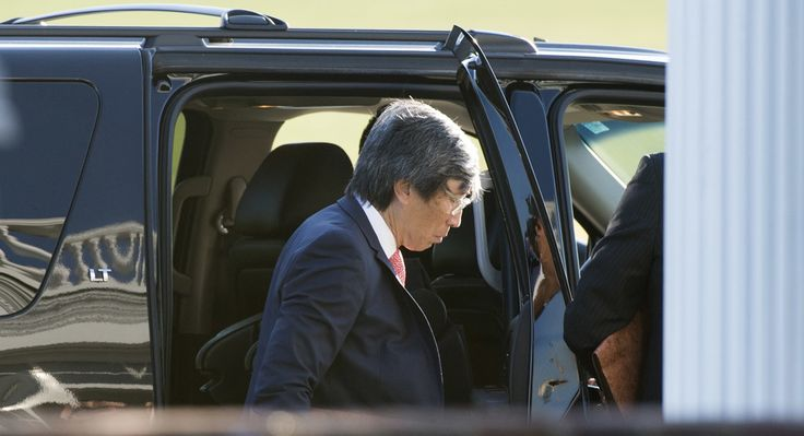 South African surgeon Patrick Soon-Shiong enters the clubhouse at Trump National Golf Club for a meeting with US President-elect Doanld Trump November 19, 2016 in Bedminster, New Jersey. (Getty)