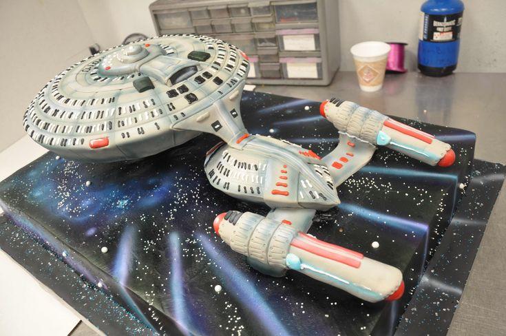 Geek Art Gallery: Sweets: Enterprise Cake