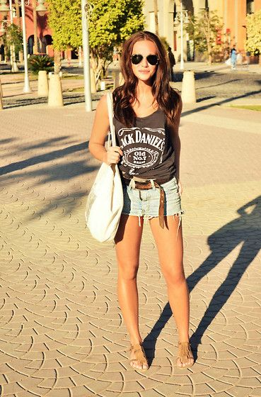 Great summer look. Jack Daniels knotted tee(or any fave graphic tee), cut-off's, sandals & aviators.