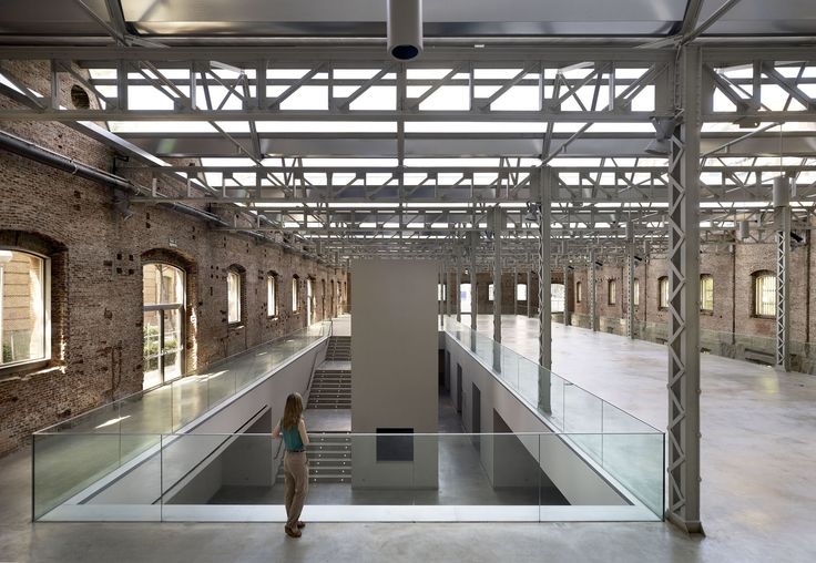 Built by Rafael De La-Hoz in Venturada, Spain with date 2013. Images by Alfonso Quiroga. As part of the Daoiz y Verlarde complex of former barracks the objective is to preserve the architecture; a represent...