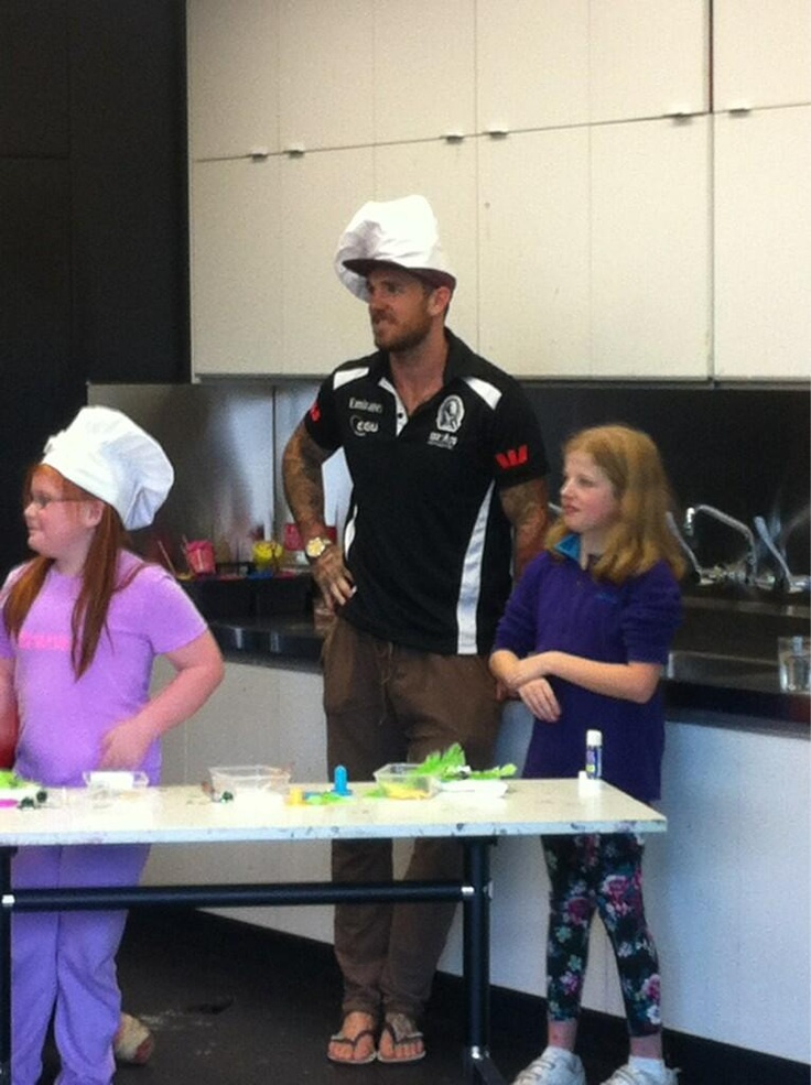 Dane Swan getting his masterchef on. Giving his time to the kids at the hospital !!!