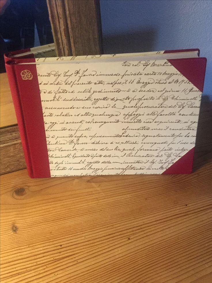 Håndlavet notesbog A5. Ryg og hjørner i gedeskind. Beklædt med papir fra italienske Grafishe Tasotti.