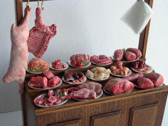 Primer plano de un puesto de carne   -   Close-up of  meat stall by Montse Moreno Creaciones en Miniatura