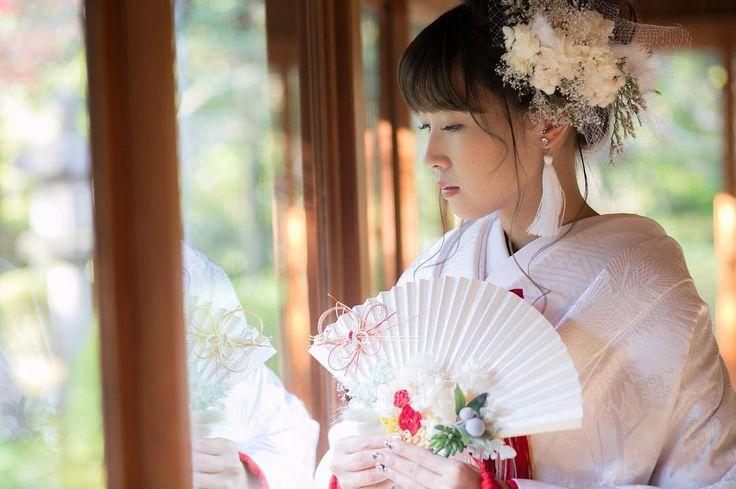 いいね!66件、コメント8件 ― ai 🌿さん(@1327ka)のInstagramアカウント: 「. ソロショット🙈💓#1327ka_和装後撮りレポ . 扇子ブーケもヘッドパーツも綺麗に写っていて嬉しい一枚😚 . ピアスは結婚式でも作ってもらった友人のブランド👍 二度もお世話になりました🙏 .…」