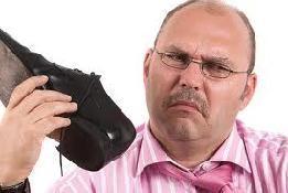 Неприятный запах от обуви. Как его можно убрать?