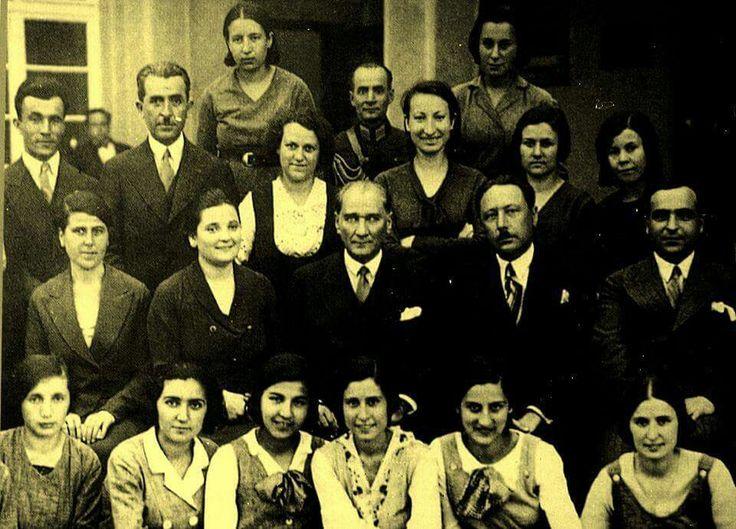 Mustafa Kemal Atatürk Ankara Kız Lisesi Öğrencileri İle, 24 Haziran 1933