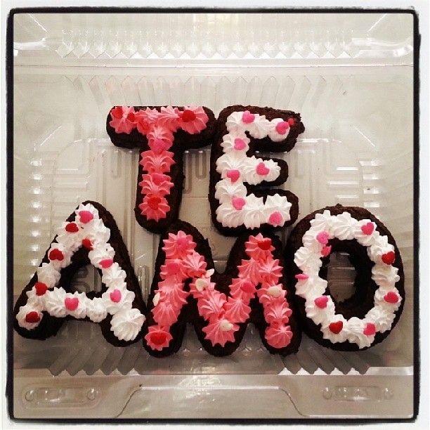 Regala un #TeAmo en letras de #Brownie melcochudo. Regala algo #SoSweet hoy en #AmorYAmistad y visítanos en #PasteleriaSoSweet l #Bogotá Cel: 317 657 5271 - (1) 625 1684 #Cedritos: Cra 11 #138 - 18